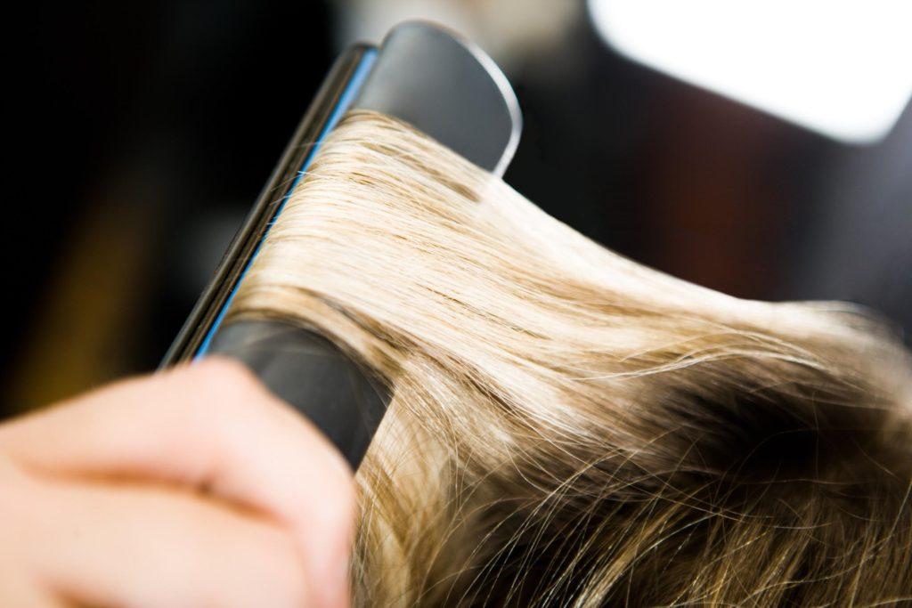 Come aiutare i capelli danneggiati dalla piastra